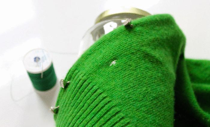 Дыра в любимом свитере.