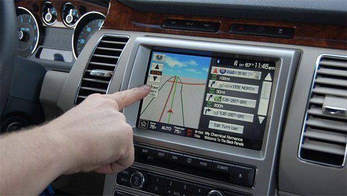 Сенсорный экран - опасность для вождения.