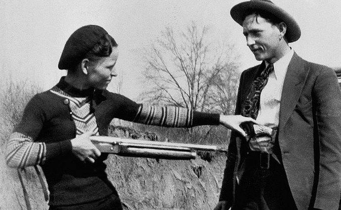 Знаменитые американские преступники Бонни и Клайд.