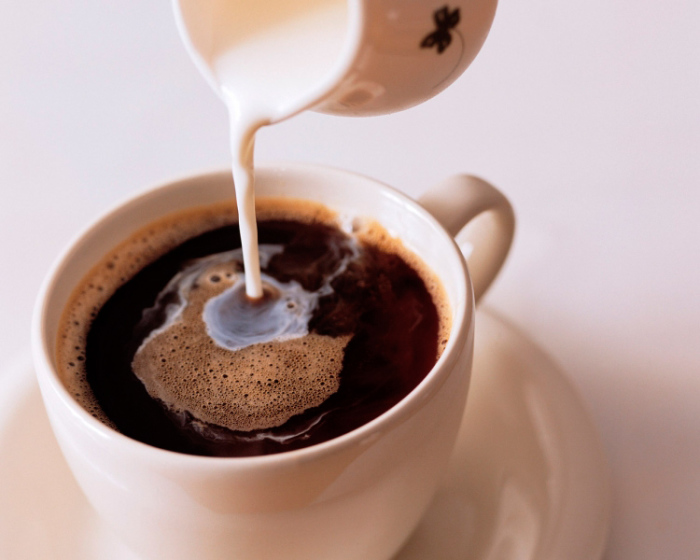Кофе со сливками хорош только в чашке.