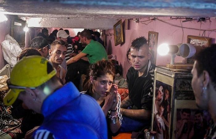 Сотни людей в страхе и нищете живут в бухарестской канализации.