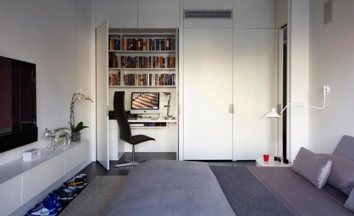Такой офис актуален на кухне, в прихожей, в спальне, гостиной и даже в пространстве под лестницей.
