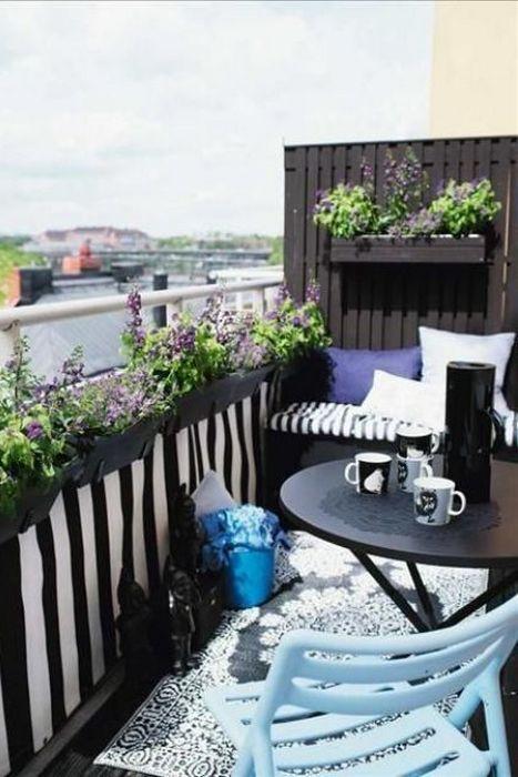 Складная мебель идеально подходит для балкона.