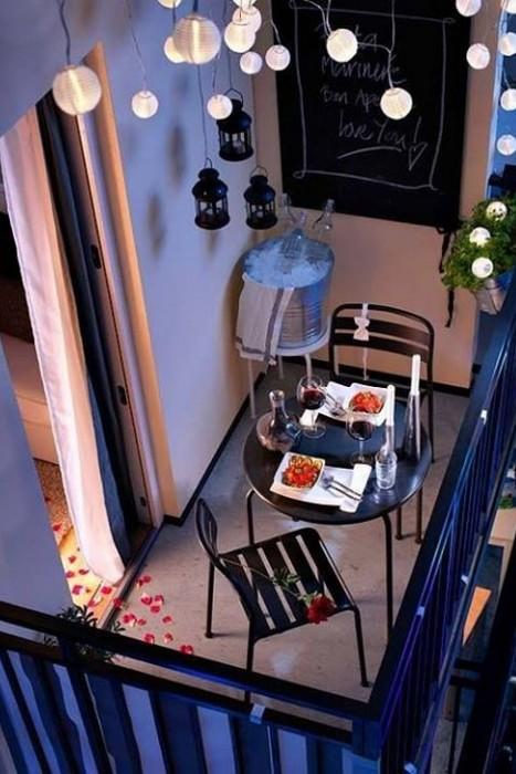Все для романтичного вечера на балконе.