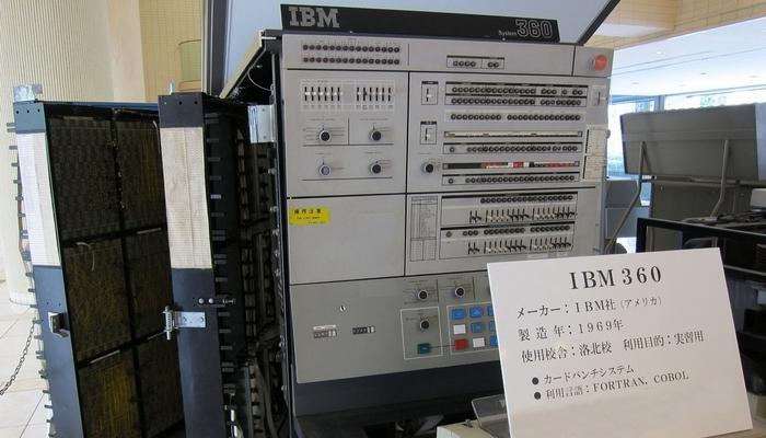 Интересный факт: невероятный рост мощности смартфонов (Multiple IBM System/360 Model 75).