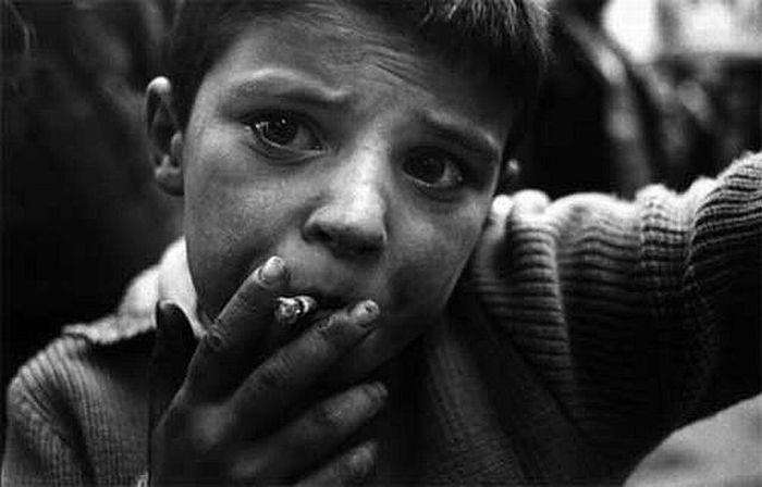 Курящие дети.