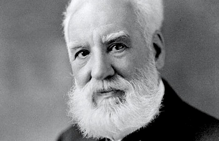 Александр Грэхэм Белл.