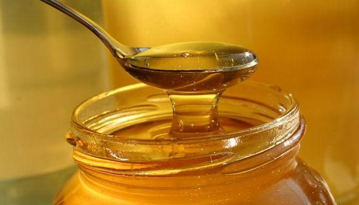 Поможет при боли в горле: мед.