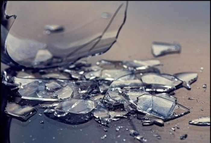 Песок, превратившийся в стекло.