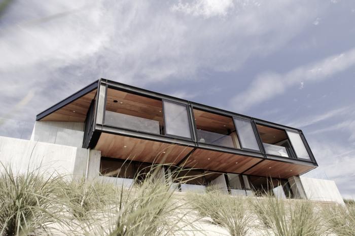 Стильный противоураганный дом от компании Architects' Creative