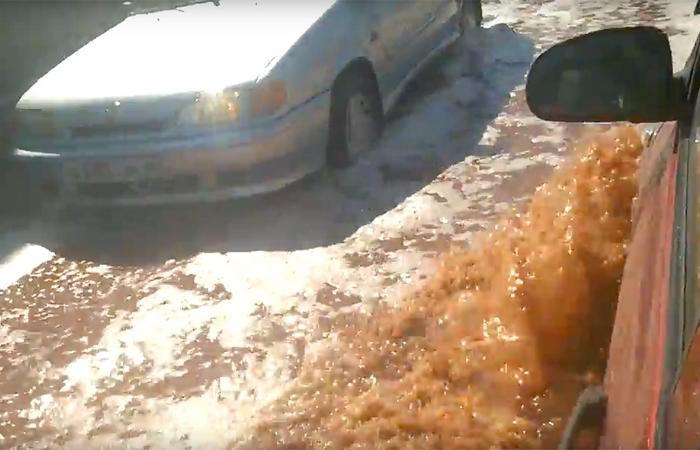 Странная катастрофа: реки фруктового сока Pepsi.