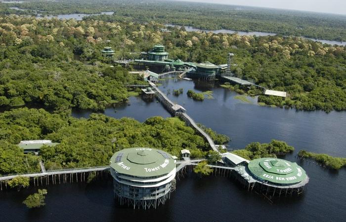 Необычный отель «Ariau Amazon Towers».