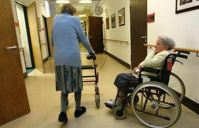 Самое длительное время, проведенное в больничном коридоре.