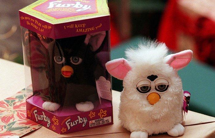 Странно, но прибыльно: интерактивная игрушка «Furby».
