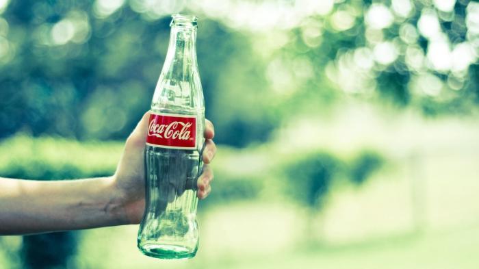Бутылка Coca-Cola: такая узнаваемая форма!