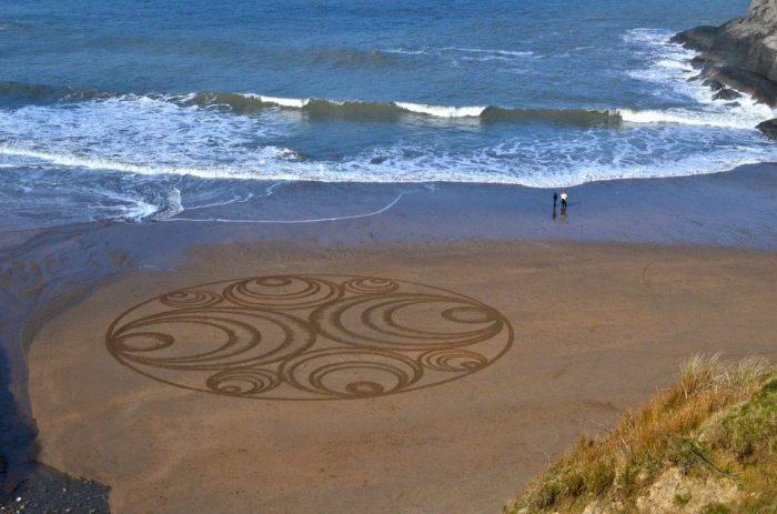 Таинственные песчаные круги в Уэльсе.