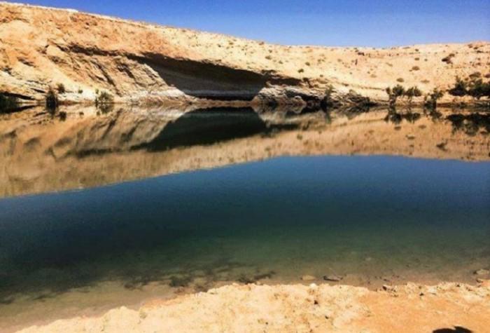 Таинственное озеро посреди пустыни