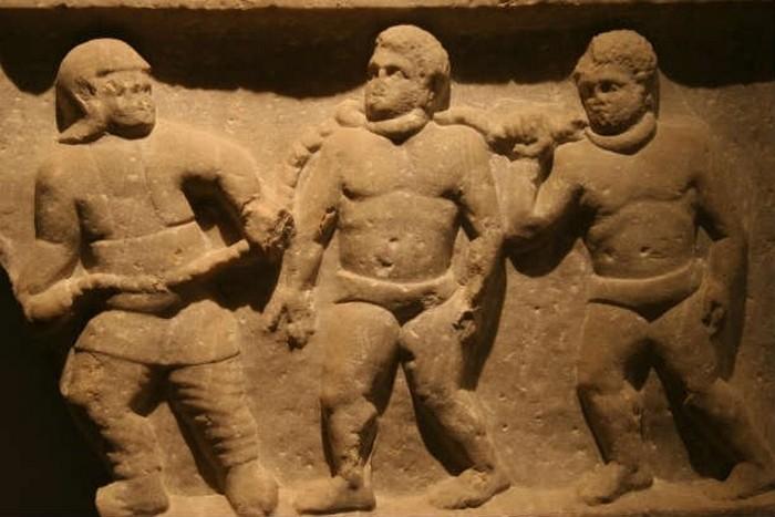 Древние греки татуировали рабов и преступников.