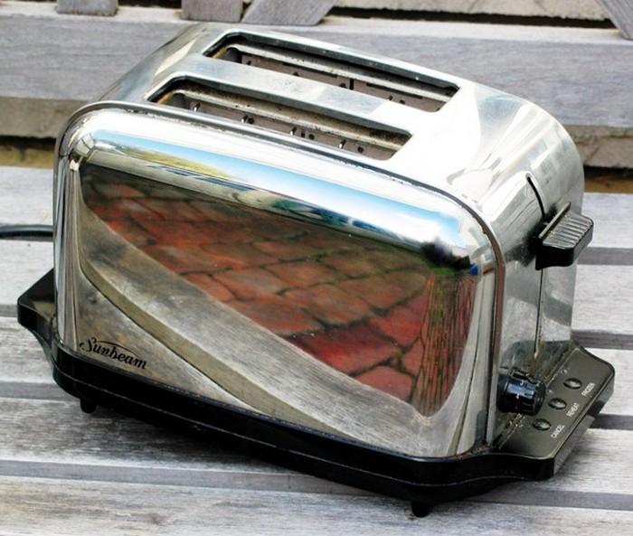 Приготовление жареного сыра в тостере.