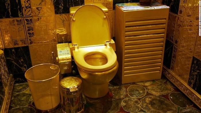 Туалет из чистого золота.