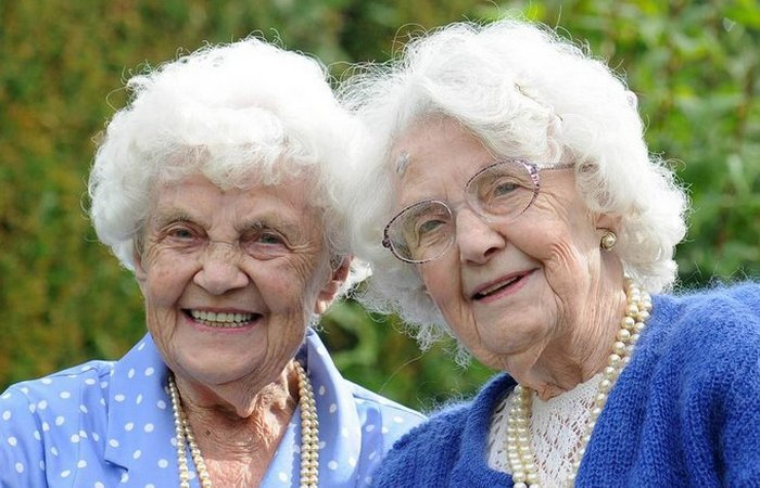 Близнецы-долгожители Эна Пью и Лили Миллвард.