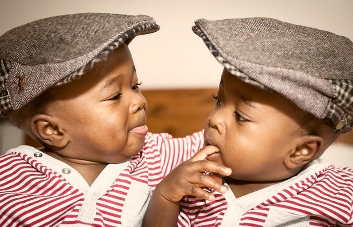 Нигерийские близнецы.