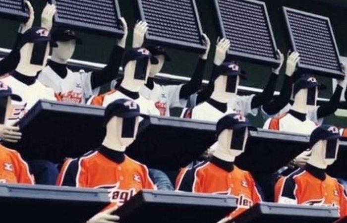 Странный функционал робота: поклонник бейсбола.