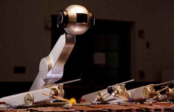 Странный функционал робота: музыкальный композитор.