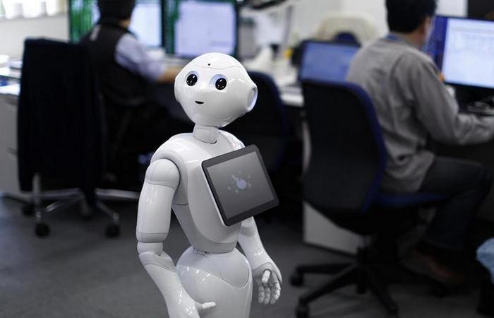 Странный функционал робота: офис-менеджер.