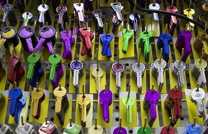 Цветные ключи: пригодится лак для ногтей.
