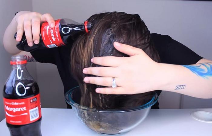 Полезный совет: Coca-Cola - отличный осветлитель волос.