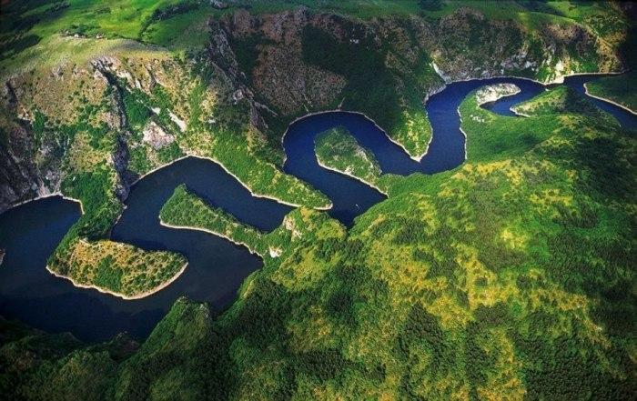 Река Увац в Сербии.