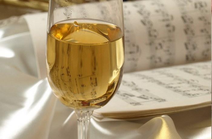 Музыка и вкус вина.