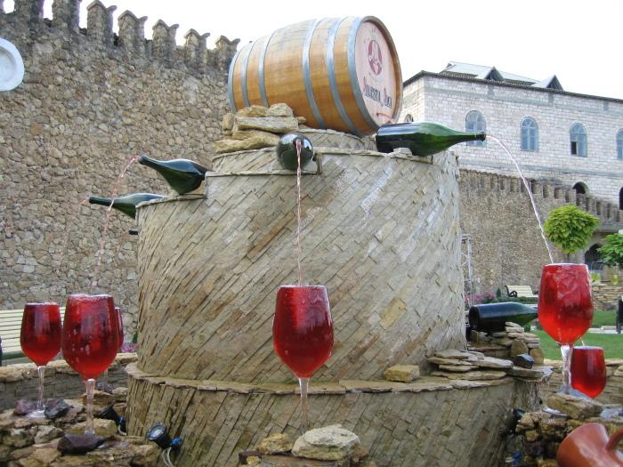 Фонтан с вином в Цюрихе.
