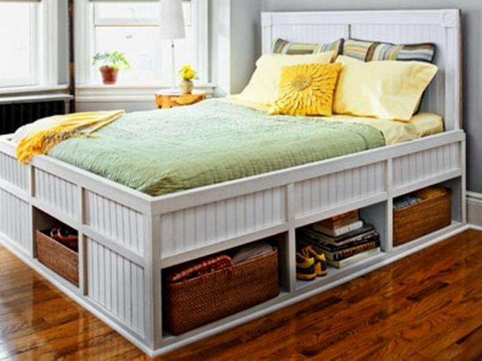 Дополнительное место для хранения вещей: в ящиках кровати.