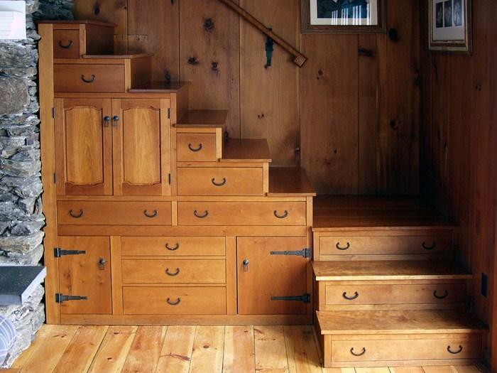 Дополнительное место для хранения вещей: в ступенях лестницы.