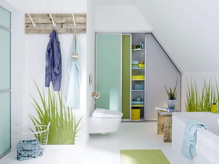 Дополнительное место для хранения вещей: шкаф в ванной комнате.