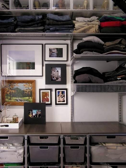 Упорядочить одежду в шкафу поможет сортировка по предназначению.