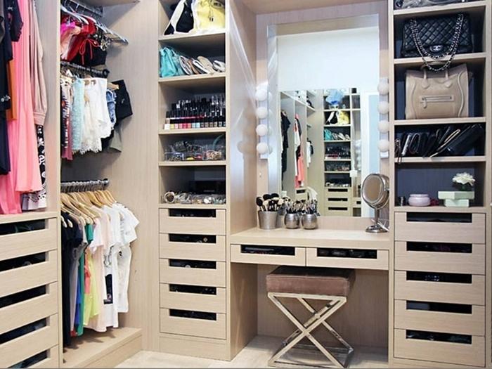 7-2 Дополнительное место для хранения вещей: гардеробная комната.