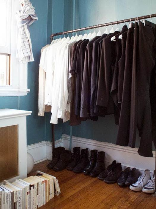 Упорядочить одежду в шкафу помогут боксы для хранения.
