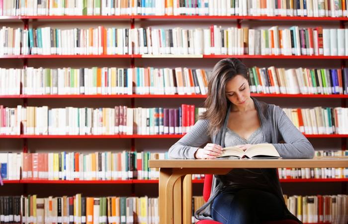 До появления Интернета читали в библиотеке.