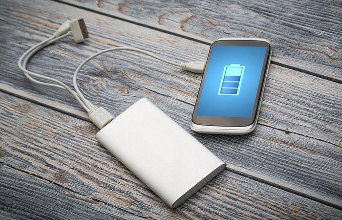 Проблема решена: портативное зарядное устройство.
