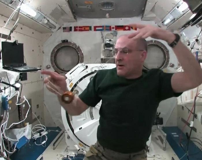 Йо-йо в космосе.