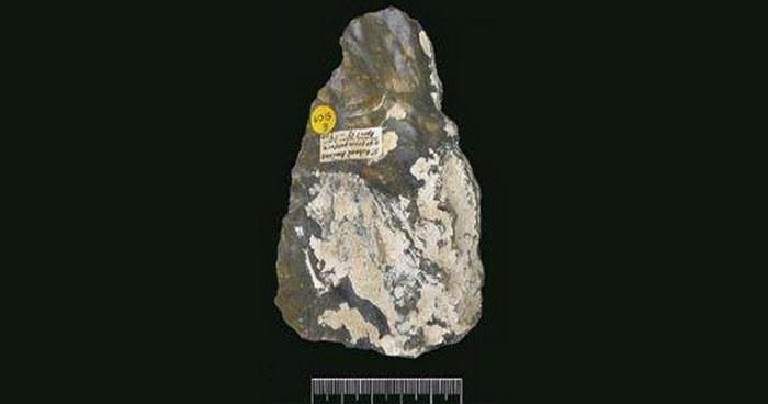 Топор Прествича-Эванса, возраст которого 400 тыс. лет.