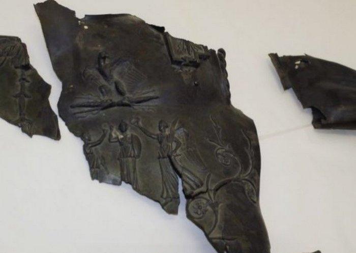 Части скульптуры Трояна.