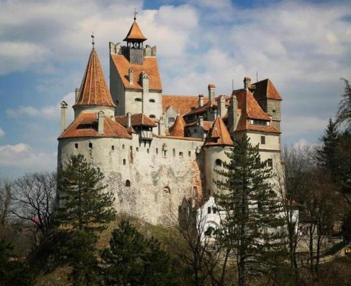 Таинственный замок вампиров.
