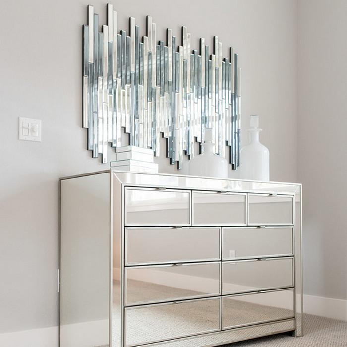 Зеркало, которое добавит помещению гламура.