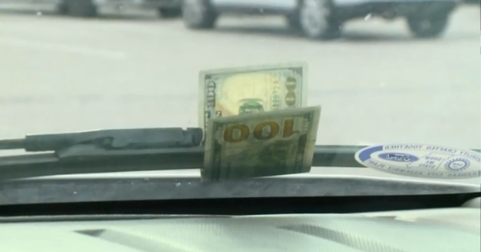 Никто и никогда не будет просто так оставлять деньги. | Фото: klixony.com.