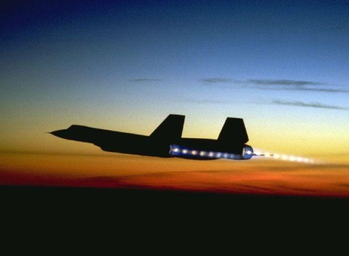 Взлет Lockheed SR-71 на фоне заката. | Фото: vova-modelist.livejournal.com.