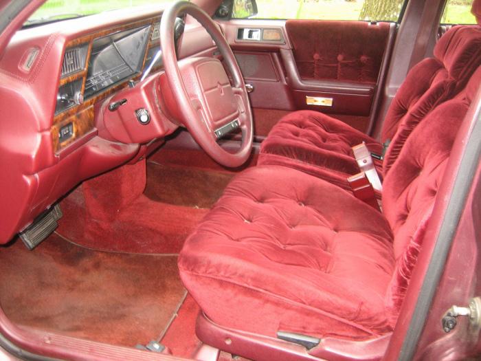 Кричащий салон Chrysler Imperial.